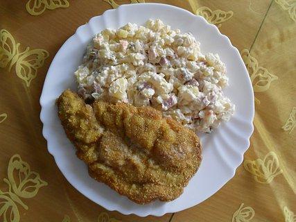 FOTKA - Vepřový řízek s bramborovým salátem