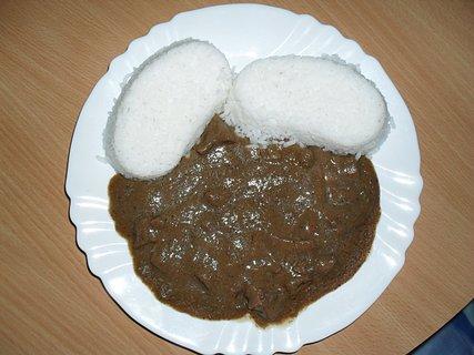 FOTKA - Vepřové ledvinky na cibulce s rýží