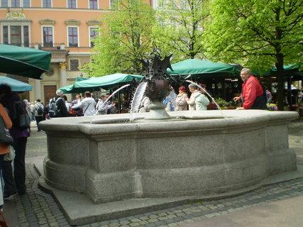 FOTKA - Kašna na tržnici ve Wroclawy