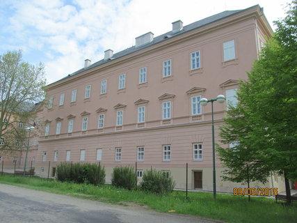 FOTKA - Omítnutá budova zámku