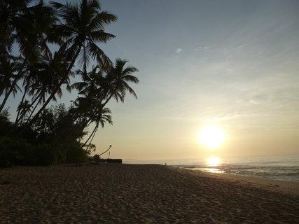 FOTKA - Procházka po pláži za svítání