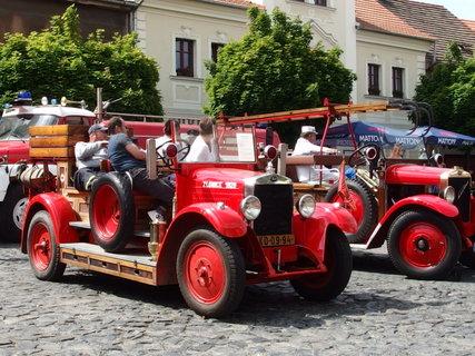 FOTKA - Staré udržované hasičské vozy
