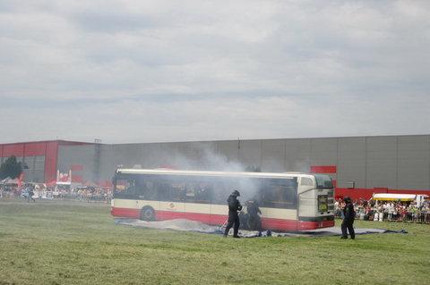 FOTKA - Den s Policií  2015 - zneškodnění výtržníků v autobusu