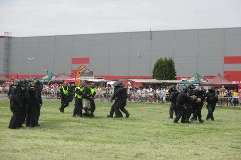 FOTKA - Den s Policií  2015 - vyvedení sportovních fanoušků
