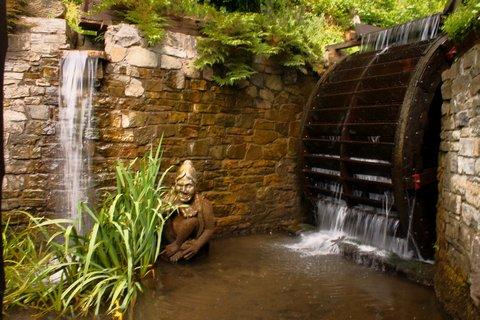 FOTKA - mlýnské kolo  s vodopádem