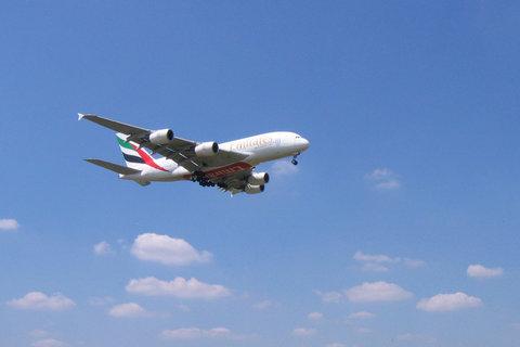 FOTKA - Praha Ruzyně - Airbus A380 přistává 13:20, největší dopravní letadlo světa, také jsme se byly na něho dnes podívat