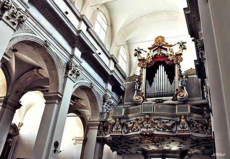 FOTKA - interier  kostela  v Dubrovníku- varhany