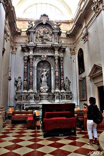 FOTKA - z mramoru - interiér  kostela  v Dubrovníku