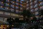 noční pohled na hotel ve Španělsku