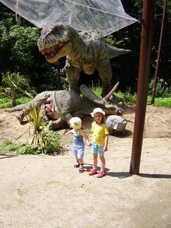 FOTKA - vnuci v Dinoparku