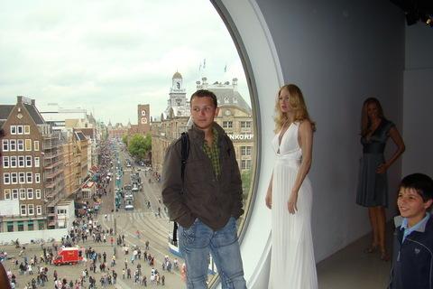 FOTKA - výhled z muzea na ulici