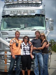 FOTKA - U kamionu-svatebně vyzdoben