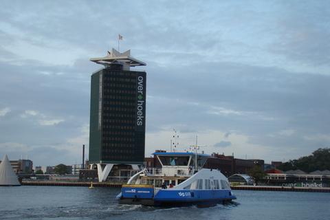 FOTKA - touhle lodí jsme se dostávali do přístavu Amsterdam
