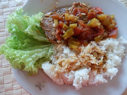FOTKA - maso se zeleninou a rýže