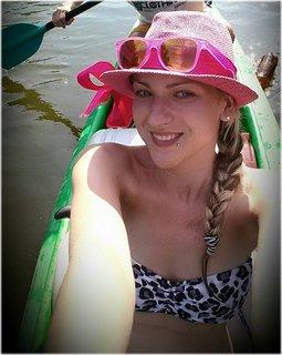 FOTKA - vnučka na řece v lodičce
