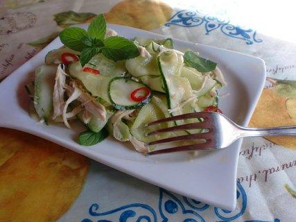 FOTKA - Kuřecí salát s okurkou a mátou