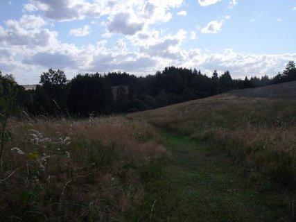 FOTKA - suchá pole a obláčky (nedávno)