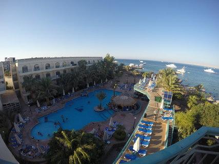 FOTKA - Pohled na hotel a rudé moře