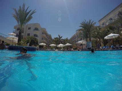 FOTKA - Bazén se slanou vodou u hotelu