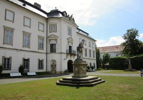FOTKA - zámek Vizovice od parku