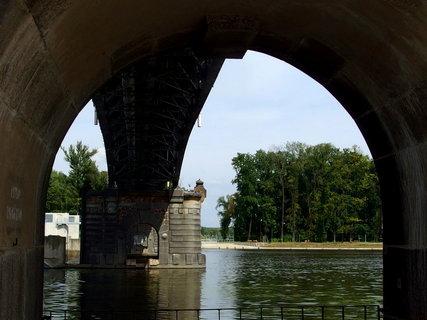 FOTKA - Průhled pod mostem