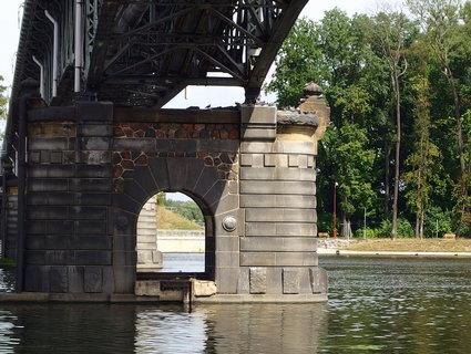 FOTKA - Pilíře mostu - stavba z roku 1910