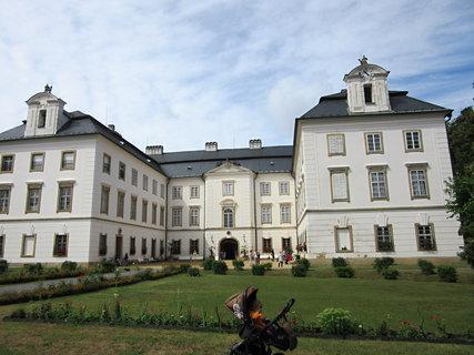 FOTKA - pohled na zámek Vizovice