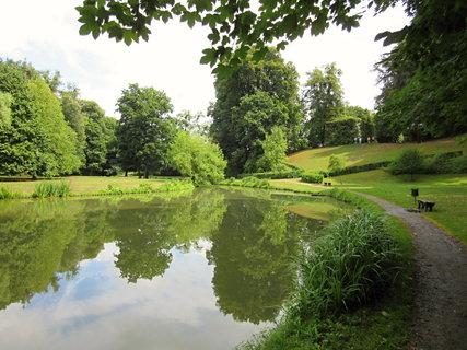FOTKA - zámek Vizovice.. park..rybníček