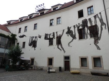 FOTKA - exponát  sochařského festivalu SCULPTURE LINE (Velké prádlo - Veronika Psotková)