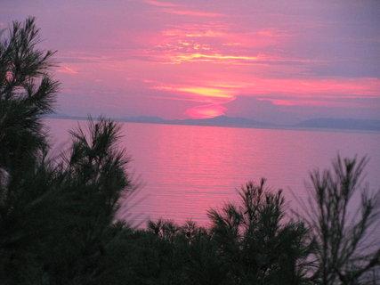 FOTKA - Slunce se koupe v moři