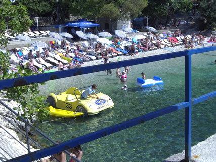 FOTKA - Šlapací auto na vodu