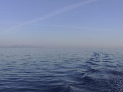 FOTKA - Vlny za lodí