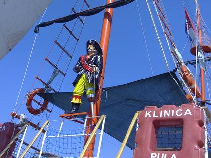 FOTKA - Loď zdobí pirát
