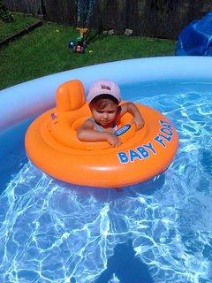 FOTKA - kupanie v bazenu skončilo-