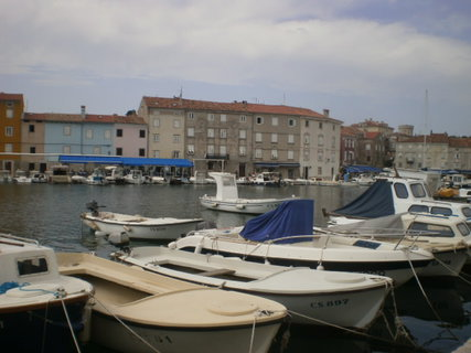 FOTKA - Motorové čluny kolem přístavu