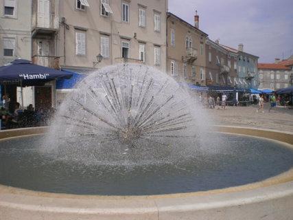 FOTKA - Kašna ve městě Cres