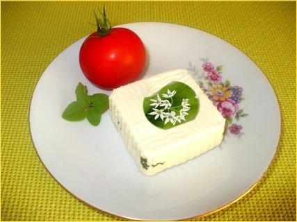 FOTKA - Sýr ochucený medvědím česnekem