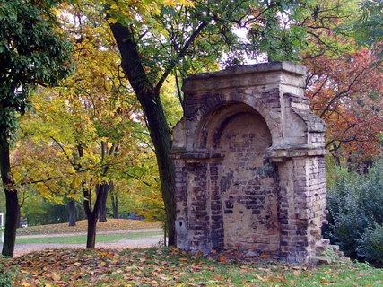 FOTKA - V parku - v části býval hřbitov