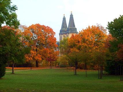 FOTKA - Pohled na věže kostela