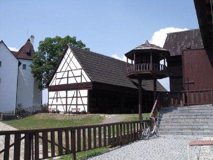 FOTKA - další budovy u hradu