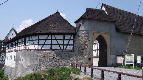 FOTKA - hrad z boku