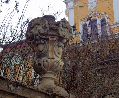 FOTKA - Ozdobná váza na zdi