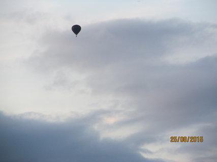 FOTKA - Balon na zamračené obloze