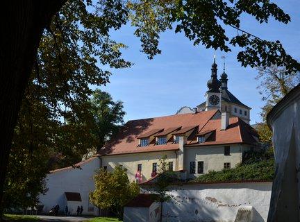 FOTKA -   Pardubickou dominantou je pardubický zámek. Představuje v mnoha ohledech výjimečný památkový objekt, který vznikl za vlády pánů z Pernštejna na přelomu 15. a 16. století.