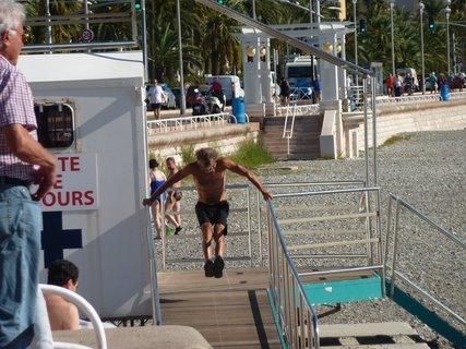 FOTKA - tělocvik na pobřeží