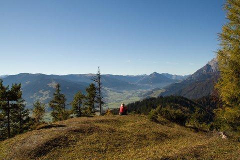 FOTKA - Výšlap k Peter-Wiechenthaler-Hütte - Odpočinek na kopci