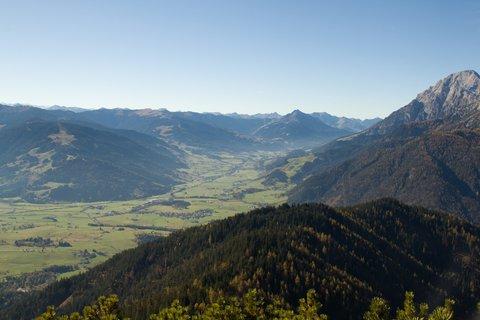 FOTKA - Výšlap k Peter-Wiechenthaler-Hütte - Pohled směrem k Leogangu