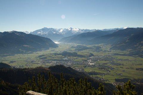 FOTKA - Výšlap k Peter-Wiechenthaler-Hütte - Saalfeldenské údolí pod námi