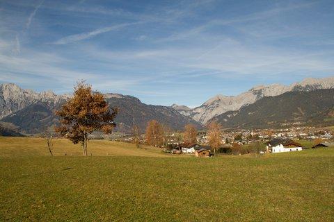 FOTKA - Na vyhlídku Kühbühel a okolo Ritzensee - Pohled směrem k Saalfeldenu