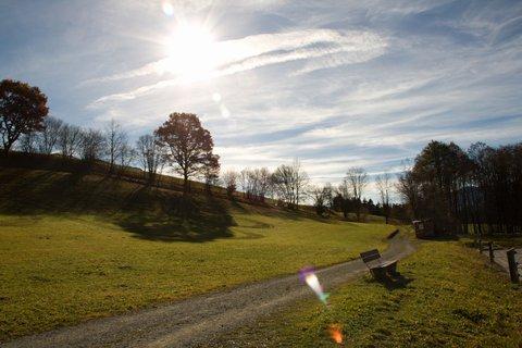FOTKA - Na vyhlídku Kühbühel a okolo Ritzensee - Proti slunci